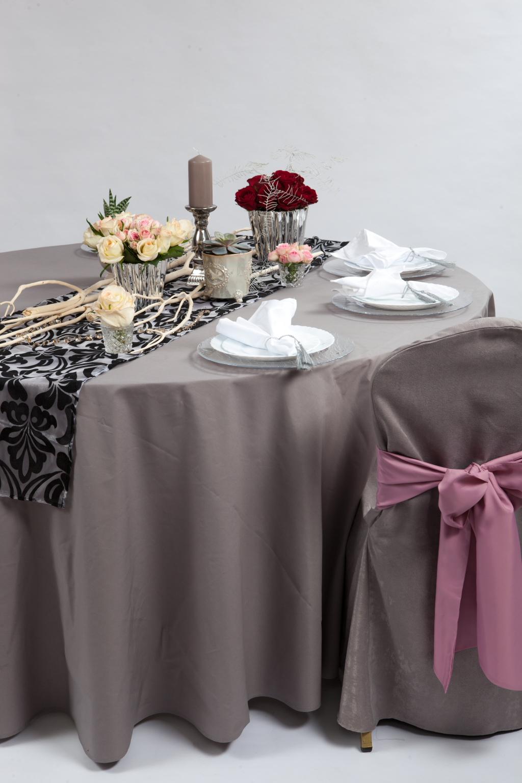 Pilkos spalvos staltiesės ir užvalkalai
