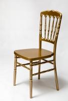 Aukso spalvos kėdė vestuvėms